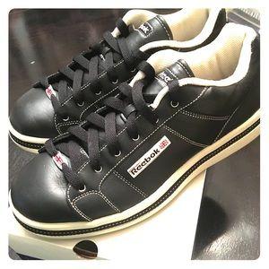NWOT Reebok navy blue/white leather tennis shoe